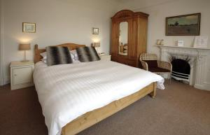 The Bedrooms at Lakes Lodge
