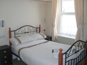 The Bedrooms at The Senarth (With Off Street Parking)