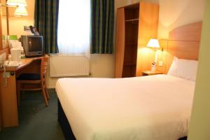 The Bedrooms at Campanile Hotel Leicester