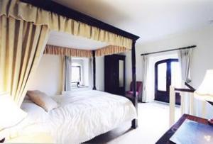 The Bedrooms at Bath Lodge Hotel