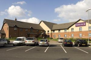 The Bedrooms at Premier Inn Barnsley (Dearne Valley)