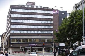 The Bedrooms at Premier Inn Glasgow Argyle Street