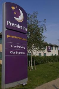 The Bedrooms at Premier Inn Birmingham M6 Toll