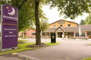 The Bedrooms at Premier Inn Leicester (Forest East)