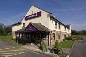 The Bedrooms at Premier Inn Gloucester (Little Witcombe)