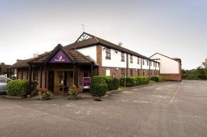The Bedrooms at Premier Inn Wirral (Heswall)