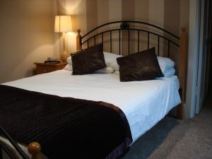 The Bedrooms at Crown Court Hotel