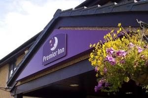 The Bedrooms at Premier Inn Glasgow East Kilbride (Peel Park)