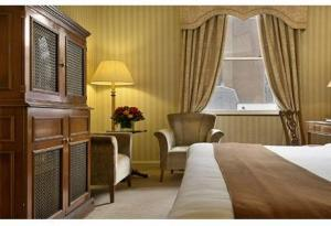 The Bedrooms at Millennium Hotel London Mayfair