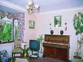 The Bedrooms at Aylesbray Lodge