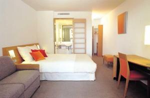 The Bedrooms at Novotel Edinburgh Centre