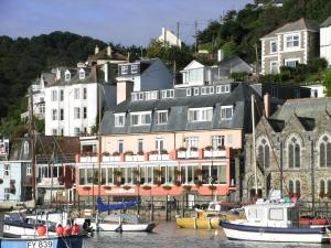 This Hotel Is Located In An Unrivalled Position Right On The Waters Edge Beautiful Coastal Town Of Looe Close To A38 Cornwall