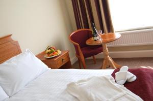 The Bedrooms at Holiday Inn Newport