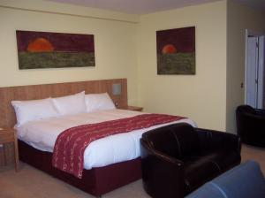The Bedrooms at Days Hotel London - South Ruislip