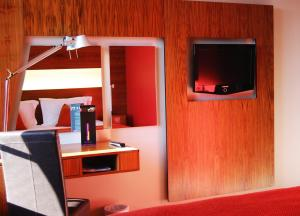 The Bedrooms at Mercure Point Hotel