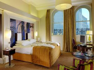 The Bedrooms at The Midland - QHotels